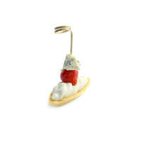 3374. Boat tartlet with Dor Blue cheese cream