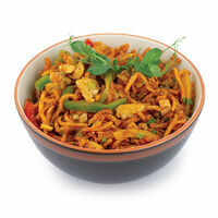 Crispy HAKKA noodles with chicken, chili and garlic